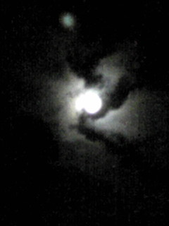 雲間からのお月様です