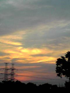 夕焼けと朧月