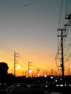 雑踏の中から見えた夕焼け…そして月