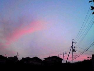 ピンクの夕焼け…光る月