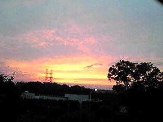 曇り空の梅雨空にも綺麗な夕焼け…見れた〜♪ヤッホ〜!
