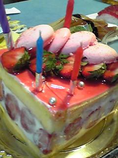 王子、誕生日祝いのディナーです〜♪
