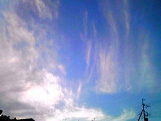 朝焼けと夕暮れ前の面白雲を…
