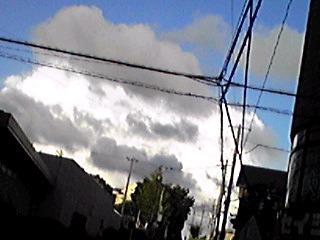 あまり見掛けない雲達の動き(空模様)