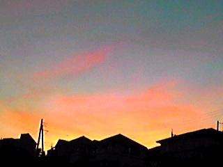 台風一過の夕焼けと月