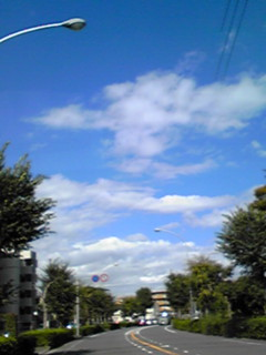 今日の青空と雲間の十三夜