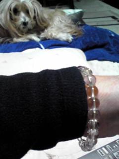 今はこの数珠ブレスレットを付けて