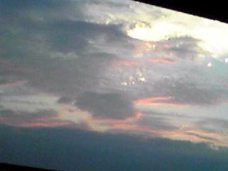 ビルの駐車場から見えた夕焼け!
