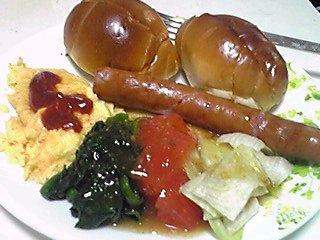 今日の朝食と昼食はこんなもん!(普通です)