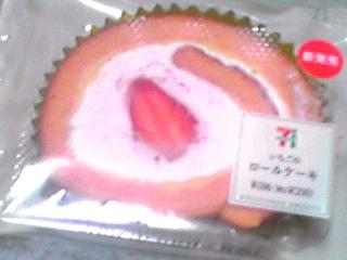 セブン‐イレブンの4月の新製品「いちごのロールケーキ」を買ってみた!食べてみた♪