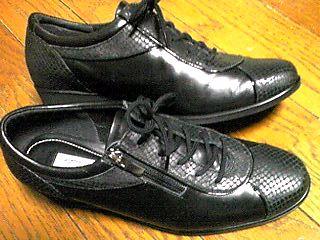 靴、くつを買うのも高くつきます。