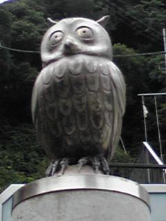 ミント姫が手術した病院にあるフクロウ(梟)とミミズク(木菟)の彫刻