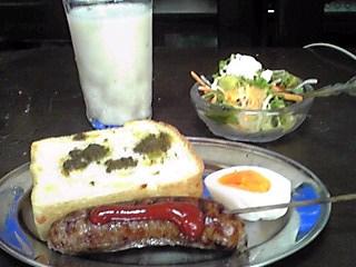 今朝の朝食…は、こんなもん!
