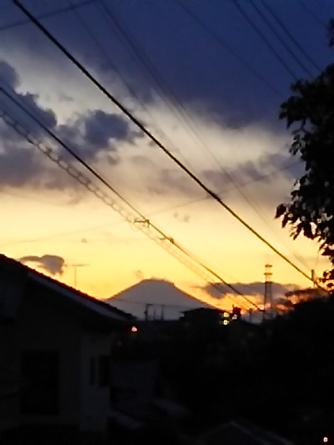 今日の夕焼けと富士山と一番星そしてお月様
