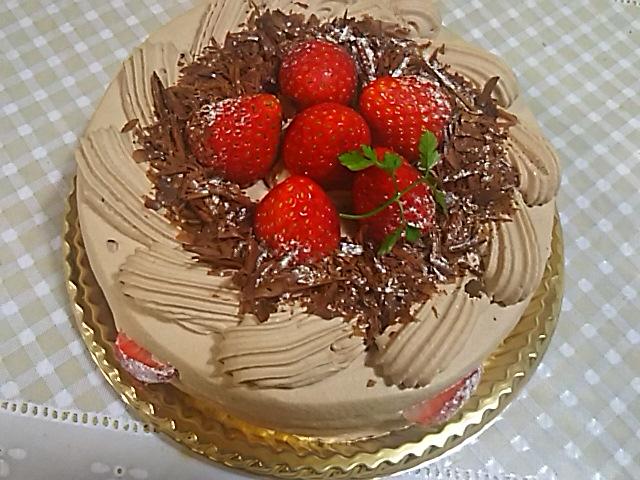 今夜は「藍屋」でお祝い御膳、そしてバースデーケーキはパティスリー・ラ・ベルデュールの生チョコケーキを‼