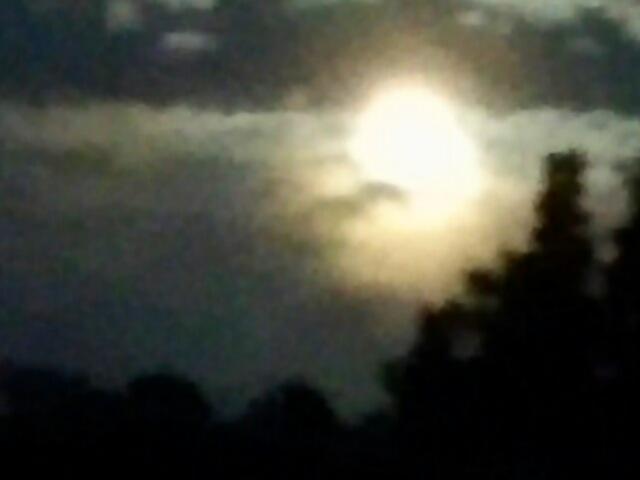 今夜はストロベリームーンの満月!見えていますか?あなたにも♪