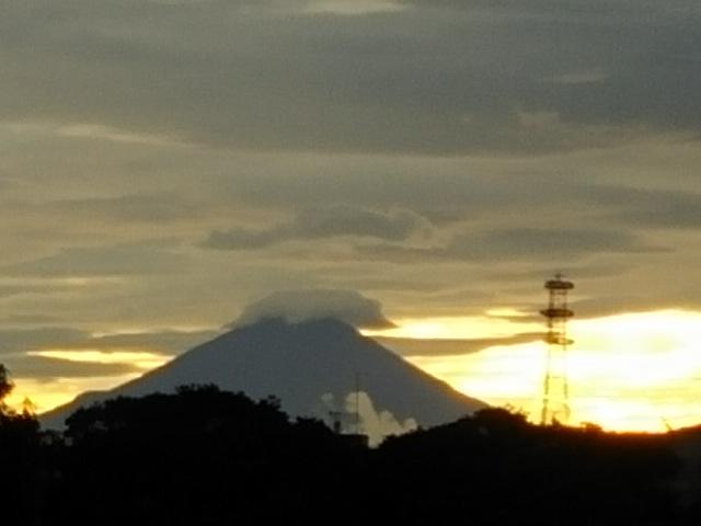 思いがけずの夕景色(夕焼けと富士山の勇姿)(^o^)