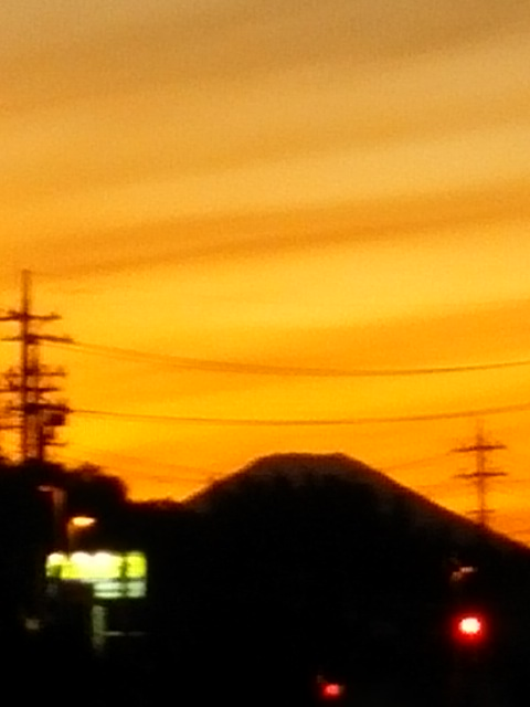 台風一過の夕焼け・富士山・三日月